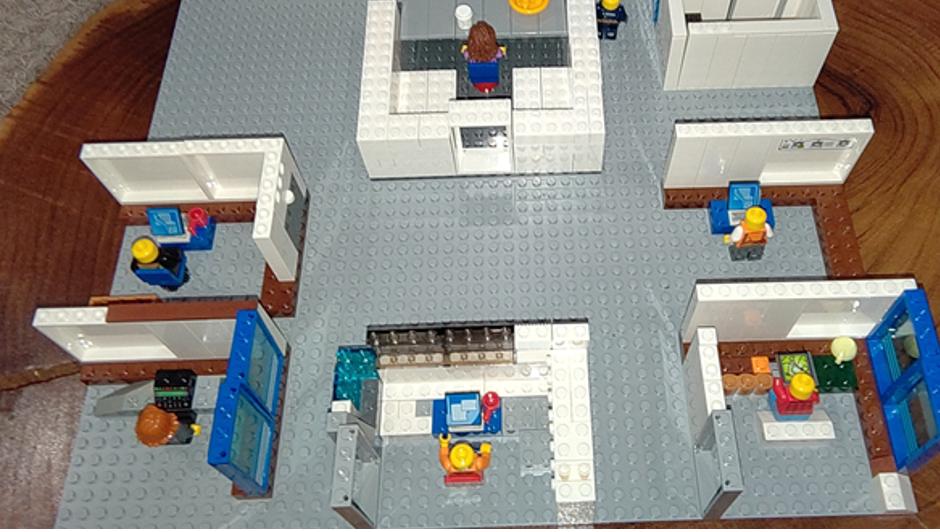 Resolute-Lego4